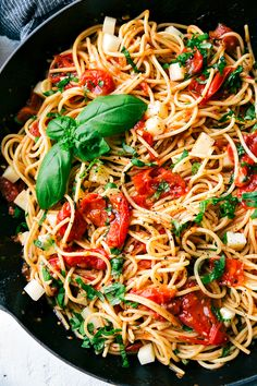 EASY CAPRESE PASTA I Angel hair pasta tossed with a cherry tomato and Zesty Italian sauce and topped with fresh mozzarella cheese and shredded basil. via chelseasmessyapron.com