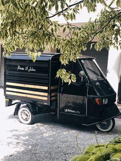 Diese APE50 von Piaggio BJ2018 wurde speziell für ZirbenLüfter® designed. Dekorleisten aus massivem österreichischem Zirbenholz. Die naturbelassenen Oberflächen der Dekorleisten sind finiert (spezielles natürliches Oberflächenfinish) und daher schmutzresistent. Die Dekorleisten können bei ZirbenLüfter® unter bei info@zirbenluefter.at bestellt werden. #zirbenluefter #zirbe #zirbenholz #ape50 #piaggio #raumklima #transport Piaggio Ape, Men Stuff, Vespa, Luxury Cars, Classic Cars, Monster Trucks, Interior, Design, Humidifiers