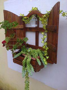 DIY Wall Hanging Pallet Planter | 99 Pallets