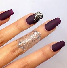 12. These nails are so edgy and perfect. I'm in love!