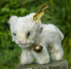 Old Steiff cat with bell, button in ear & stock label.