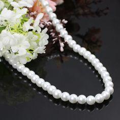 Simple et élégant collier de perles blanches