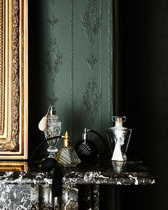 Today we see 4 color trends developed by New Zealand based paint company Dulux and what intrigues me most, is who thinks what comes next when and what similarity you can find between the different tastemakers and trend experts.