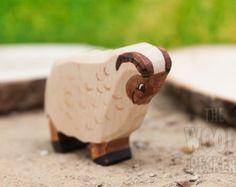 Waldorf grote bruine Afrikaanse olifant.  ******************************* Alle speelgoed is handgemaakt, en het hout gebruikt is 100% van Roemeense afkomst.  *******************************  Speelgoed zijn groen! (Bio speelgoed-veilig voor uw kinderen!)  In hun productieproces, we gebruiken hout, water, watergedragen verf, vernis en grondwater gebaseerd milieuvriendelijke, natuurlijke katoenen garen, hennep en Manilla.  Wij gebruiken hoogwaardige niet-toxisch aquarel verven…