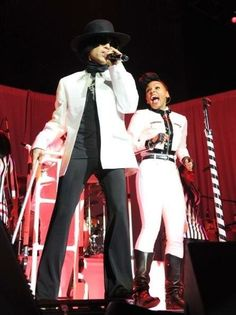 Prince surprises Janelle Monae onstage at her show. Look at the pure joy on her face! I Love Music, Her Music, Prince Day, Prince Meme, Prince Quotes, Baby Prince, The Artist Prince, The Rocky Horror Picture Show, Fierce Women