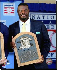 Ken Griffey Jr. 2016 MLB Hall of Fame - 16 x 20 HD Photo on Stretched Canvas