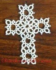 """Ho creato questa piccola croce utilizzando per i bracci il primo giro del """" quatrain """" di Frivole . E' un campione che l'autrice mette ..."""