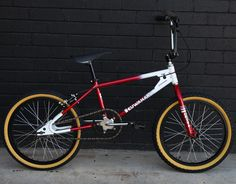 WAnt - very good chance I'll buy this puppy. Kuwahara ET Retro Complete Bike Fox Racing Logo, Bmx Racing, Vintage Bmx Bikes, Retro Bikes, Bmx Bandits, Mongoose Bmx, Freeride Mtb, Gt Bmx, Bmx Cruiser
