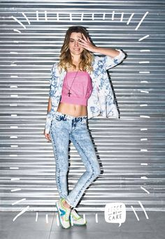 Camisa cloudy - Top fearless - Jean strong snow - Zapatillas fast - Collar crox