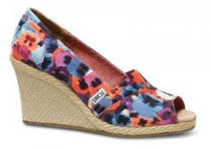 NEW TOMS SHOES OAHU WEDGE WOMENS FLOWER PRINT SIZE 7.5