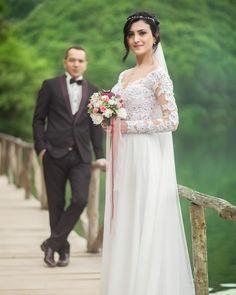 ��Mutluluğunuz için heryerdeyiz..�� Ekibimizle birlikte harika karelere imza atıyoruz. Sizde en güzel ve en mutlu gününüzde bizim karelerimizle ölümsüzleşmesini isterseniz mesaj atabilirsiniz �� #gelin #damat #düğünçekimi #düğün #düğünfotoğrafı #dugunfotografcisi #gelinlik #gelinlik #gelincicegi #gelindamat #wedding #ask #weddingdress #weddingphotography #nişan #gelinlik #dugungunu #lovestory #savethedate http://gelinshop.com/ipost/1528047466136662648/?code=BU0txMTAvJ4