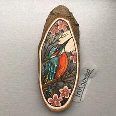 Wood slice with an original drawing of a kingfisher door Inkspirednl