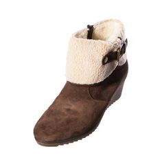 Remonte D1982 25 Chloe Brown Suede Ladies Womens Short Boot Brown suede ankle boots with a wedge heel. Stylish faux fur and buckle detailing to the ankle. Inside Zip Heel height: 2.5 inch