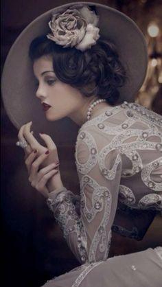 Beautiful woman, beautiful dress, beautiful hat! Gorgeous photo! #Lace
