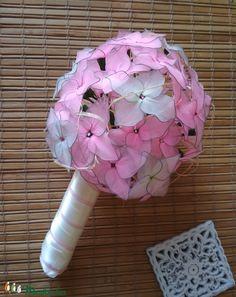 Flowers from nylon stockings. Colour: pink and vanilla Nylon Stockings, Alternative Wedding, Hydrangea, Wedding Bouquets, Flowers, Vanilla, Pink, Colour, Home Decor