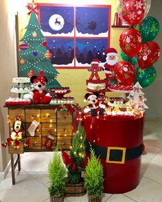 Mickeys Christmas Party, Christmas Birthday Party, Mickey Christmas, Birthday Party Decorations, Christmas Crafts, Disney Christmas Decorations, Christmas Tree Themes, Christmas Activities, Christmas Photos