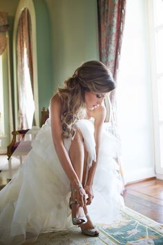 42 Getting Ready Photos Every Bride Should Have – Hochzeitsfotografie – Wedding Bridal Shoot, Wedding Shoot, Bridal Hair, Wedding Ideas, Wedding Details, Wedding Dresses, Egyptian Wedding, Wedding Fotos, Fotografia Social