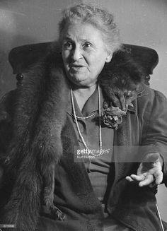"Maria Montessori se retournerait dans sa tombe"" lit-on parfois. Maria Montessori, Universal Consciousness, Make School, Human Development, Child Love, Secret Life, Evolution, Einstein, Psychology"