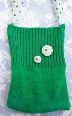 Sy selv: Smart taske af en gammel strikbluse - Hendes Verden