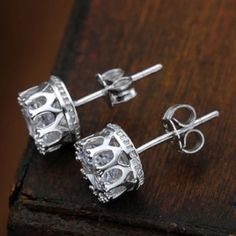 crown stud earrings Brand new with tags✨metal: alloy✨expect fast shipping  Any questions please ask please check out my other listings✨ 20% off on bundles buy more  save more  Jewelry Earrings
