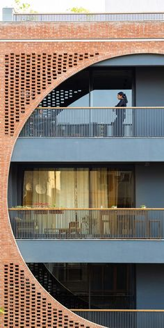 The building contains four apartments raised above a parking level that also accommodates utility spaces including the staff quarters. Residence Architecture, Brick Architecture, Indian Architecture, Architecture Office, Louis Kahn, Building Structure, Building Facade, Composition D'image, Condominium Interior