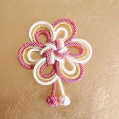 step by step Macramé Angel with beads - Ideas Jewelry Knots, Macrame Jewelry, Macrame Bracelets, Macrame Knots, Micro Macrame, Beaded Angels, Paracord Knots, Rope Crafts, Thread Art
