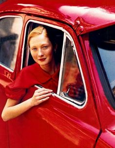 Maggie Rizer by Arthur Elgort for Vogue. Really red dress with red lipstick. Arthur Elgort, Red And Pink, Red And White, The Rouge, I See Red, Simply Red, Foto Art, Fashion Mode, Fashion Shoes
