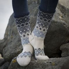 Sokker - Viking of Norway Knitting Designs, Knitting Patterns, Loom Knitting, Knitting Socks, Fluffy Socks, Argyle Socks, Drops Patterns, Sock Toys, Shoes