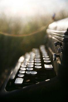 Image via We Heart It #photo #vintage #writemachine