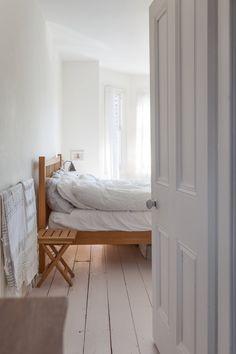 Design Duel: Bedding Style, Crisp vs. Relaxed