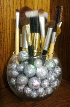 Pinterest Pulse: DIY makeup brush storage vase