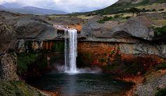 Caviahue–Copahue, en plena cordillera de los Andes, al noroeste de la provincia del Neuquén.