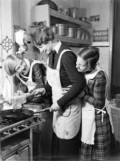 Pannenkoeken bakken / Making pancakes vintage #vintage