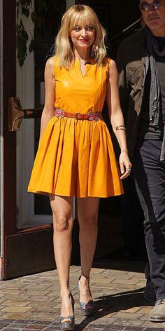 NICOLE RICHIE    La diseñadora visitó el programa Extra (Warner Bros), que se graba en Los Ángeles. Richie llevó uno de los colores de la primavera, el naranja, con un vestido en piel de la casa Thakoon, el cual complementó con zapatos estampados de su marca, House of Harlow.
