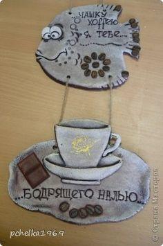 Поделка изделие Лепка Кофейные рыбёхи Салфетки Тесто соленое фото 12 Paper Bag Crafts, Felt Crafts, Diy Crafts, Cold Porcelain, Magnets, Coasters, Pisces, Drawings, Decorated Bottles