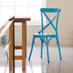 With its fluid lines and strong solid construction, the Junia dining chair has an air of Parisian café chicness. Ideally suited to any home or commercial interior.
