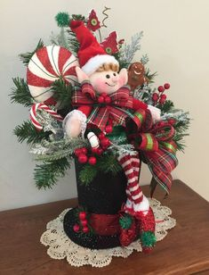 50 Fancy Christmas Hat Ideas That Trending In 2019 Christmas Flower Arrangements, Christmas Flowers, Noel Christmas, Christmas Wreaths, Christmas Ornaments, Green Christmas, Floral Arrangements, Elf Centerpieces, Elf Decorations