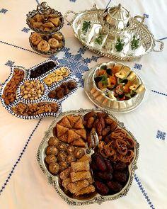 27 Ideas for breakfast food table Morrocan Food, Moroccan Decor, Moroccan Dishes, Iftar, Moroccan Breakfast, Arabian Decor, Ramadan Crafts, Ramadan Recipes, Food Platters
