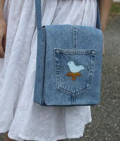 Old Kottan Bags Models 78 Related posts:Scrap Buster Sewing Machine Cover // New Pattern!Home Snap-on Adjustable Bias Binder Presser Foot Feet for Sewing Cable Knit Bag pattern by Bergère de France Diy Jeans, Denim Purse, Denim Bags From Jeans, Denim Handbags, Denim Ideas, Denim Crafts, Recycled Denim, Fabric Bags, Handmade Bags