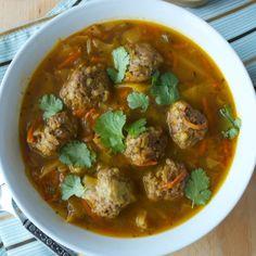Plantain and lamb meatball soup Good Healthy Recipes, Gourmet Recipes, Healthy Food, Soup Recipes, Caldo Verde Recipe, Mexican Meatball Soup, Grandma Cooking, Dumplings For Soup, Lamb Meatballs