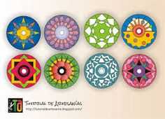 Resultado de imagen para mandalas vitrales en cd Recycled Cds, Recycled Crafts, Cd Crafts, Arts And Crafts, Mandala Art, Cd Recycle, Recycling, Cd Art, Faux Stained Glass