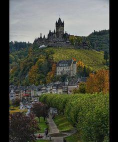 """Heiko-Werner Kruschinski on Instagram: """"Reichsburg Cochem an der Mosel. Aufgenommen am letzten Sonntag. Der Herbst ist da und mit ihm die tollen Farben in der Natur. Der Himmel…"""""""