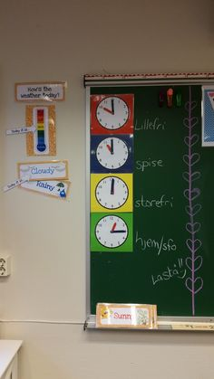 Klokker slik at elevene kan se når neste hendelse skjer. Brukt i 1. klasse, 2. klasse og nå i 3A Krokstad skole.
