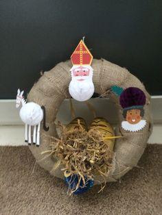 Krans met Jute bedekt en Sinterklaas versiering...