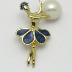 Charming vintage Trifari Petalette ballerina dancer brooch or pin. She is is gold plated, with sapphire blue rhinestones that adorn her headpiece. Antique Jewelry, Gold Jewelry, Vintage Jewelry, Jewelry Art, Vintage Costume Jewelry, Vintage Costumes, Vintage Ballerina, Gold Leaf Art, Pretty Ballerinas