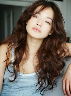 (Shu Qi) It's rare to see wavy hair on Asians...