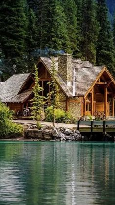 Small Log Cabin, Log Cabin Homes, Cabin Style Homes, Lake Cabins, Cabins And Cottages, Haus Am See, Forest House, Cabins In The Woods, Cabins In The Mountains