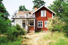 Summer house in Sweden. My future house *-* Swedish Cottage, Red Cottage, Swedish Farmhouse, Red Houses, Little Houses, Future House, My House, Sweden House, Scandinavian Home