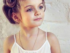 coiffure-petite-fille-mariage-suggestion-tres-originale-convenable-pour-votre-fille