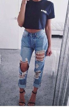 25 Ripped Jeans Outfits That Prove Denim Is Here to Stay -Casual Ripped Jeans Outfits Street Style Outfits, Mode Outfits, Trendy Outfits, Cute Jean Outfits, Cheap Outfits, Girl Outfits, Party Outfits, Stylish Dresses, Fashion Moda